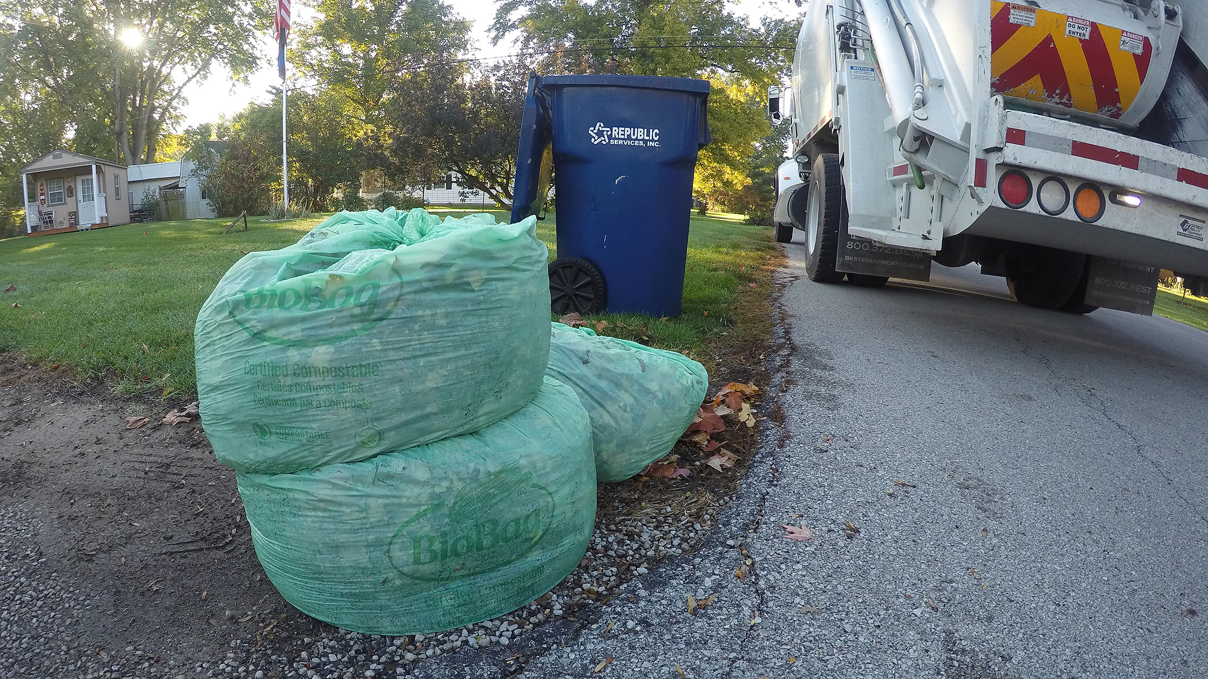 Document Center / Leaf Pickup Underway In The City of Noblesville